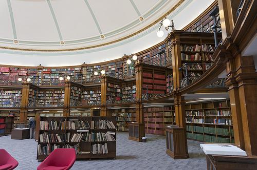 Kindleのカバーを買って、本や知的所有権についても考えちゃおう